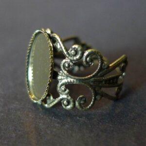 Antik bronzefv. ring med fatning 10x14mm