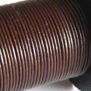 Rulle med ca. 20meter Lædersnøre Lys Brun 0,6mm