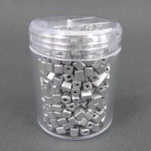 Firkantede glasperler, sølvfarvede