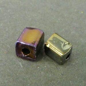 Firkantede glasperler, mørk guld/lilla