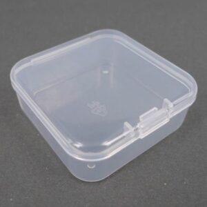 Lille firkantet plastæske 5½x2 cm.