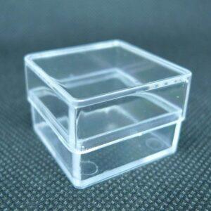 Små firkantede æsker i plastic(6stk)