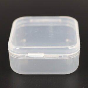 10 stk små plastæsker(ca. 4x4cm)