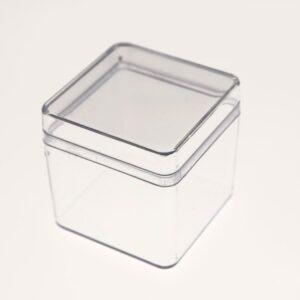 Lille firkantet box i klar plast