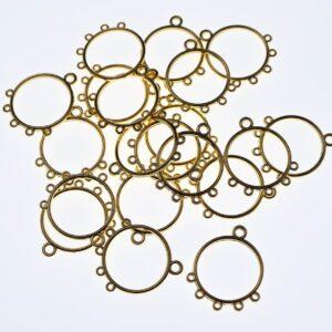Rund guldfarvet chandelier med 5 øjer